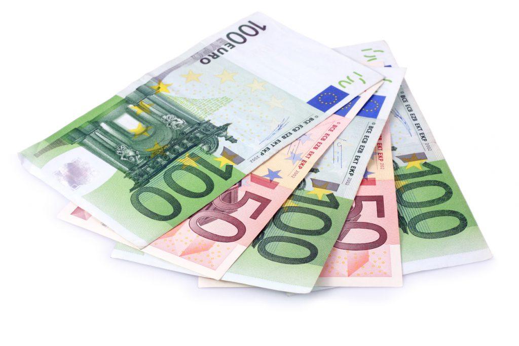 400-Euro-Kredit_iStock-ademdemir